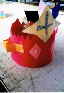 男の子:王冠作り